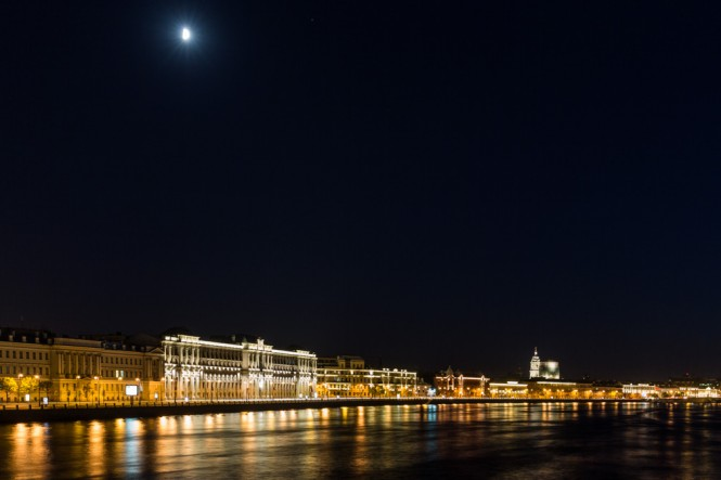 Spring midnight on the Neva