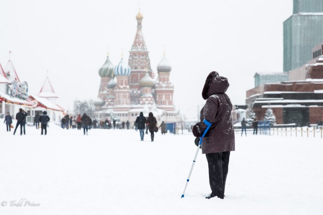 This woman walked around Red Square with the help of two canes.