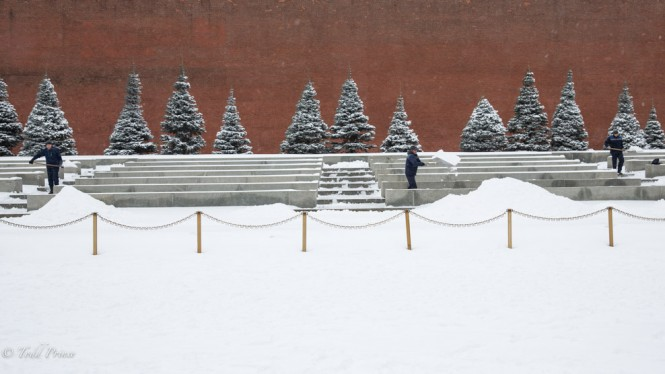 Workers clear the snow near Lenin's Mausoleum.