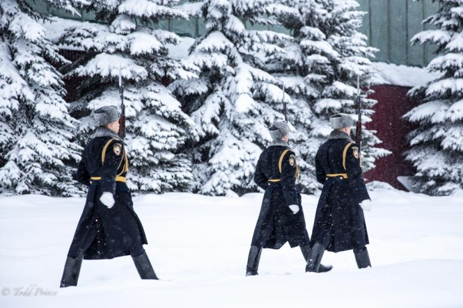 The changing of the guard in front of the Kremlin went smoothly despite the heavy snow.