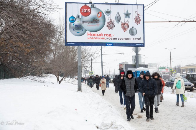 Russians walking toward a shopping mall on Dec. 31.
