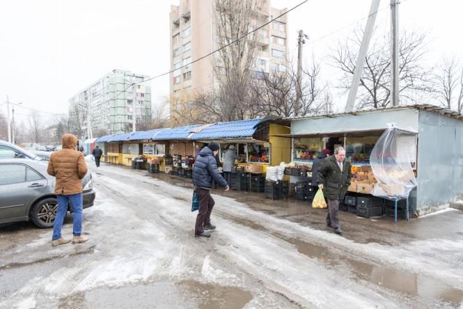 An outdoor market in Tiraspol.