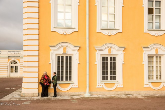 Workers at Peterhof taking a smoking break toward the end of the work day.