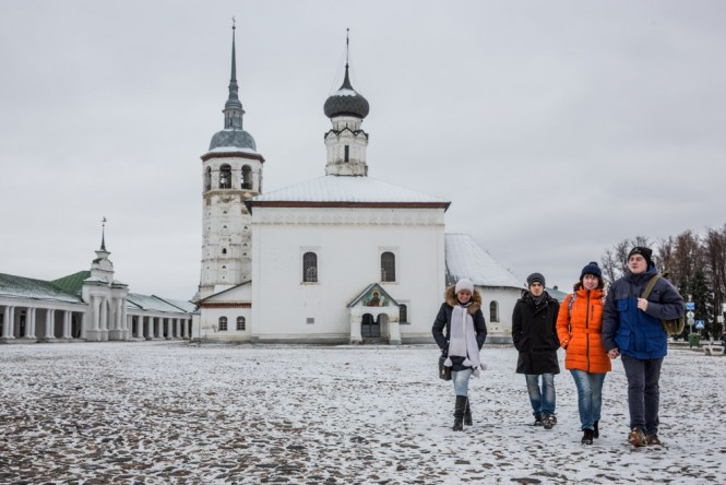 Suzdal students heading home after class.